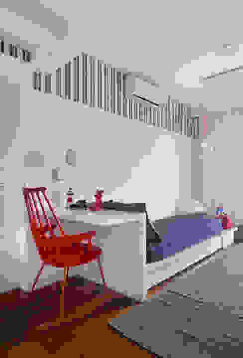 minimalist  by Yamagata Arquitetura, Minimalist Wood-Plastic Composite