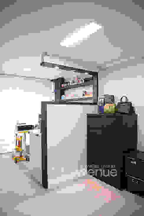 가구를 위한 모던인테리어 : 퍼스트애비뉴의  서재 & 사무실,모던