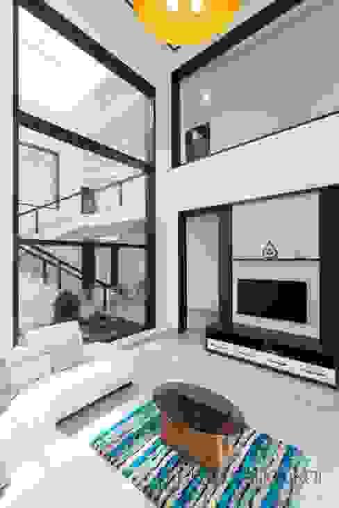 现代客厅設計點子、靈感 & 圖片 根據 Prabu Shankar Photography 現代風