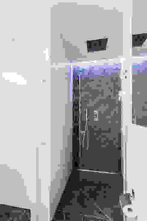 Apartament w Warszawie Nowoczesna łazienka od Michał Młynarczyk Fotograf Wnętrz Nowoczesny