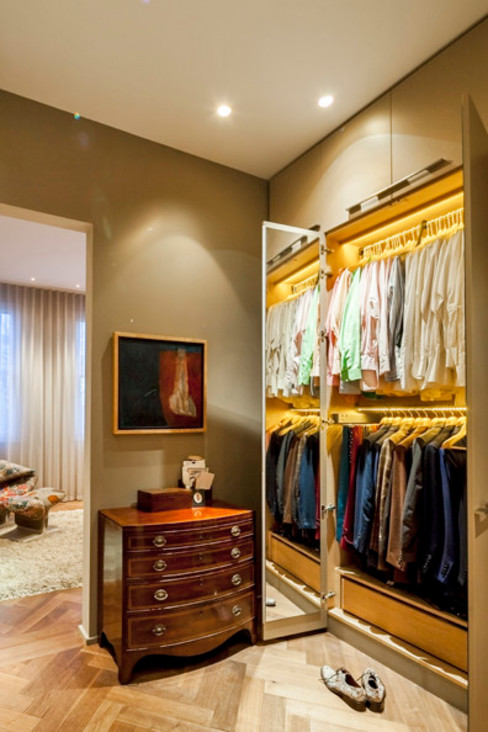 Dressing room in master suite Classic style dressing rooms by Studio 29 Architects ltd Classic MDF