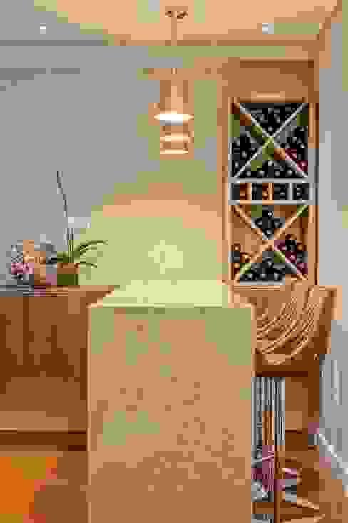Bodegas de vino de estilo  por Studio Boscardin.Corsi Arquitetura, Clásico