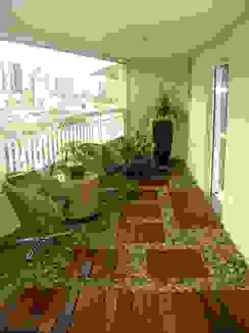 Balcones y terrazas de estilo moderno de MC3 Arquitetura . Paisagismo . Interiores Moderno
