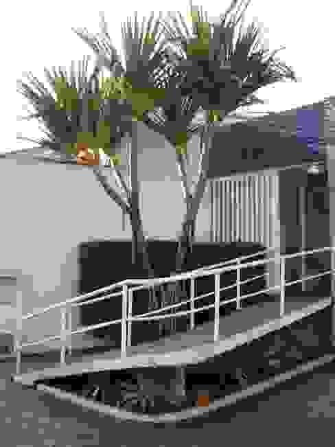 MC3 Arquitetura . Paisagismo . Interiores Jardines de estilo tropical