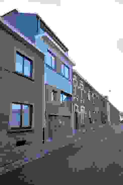 Casas modernas: Ideas, imágenes y decoración de Bureau d'Architectes Desmedt Purnelle Moderno Madera Acabado en madera