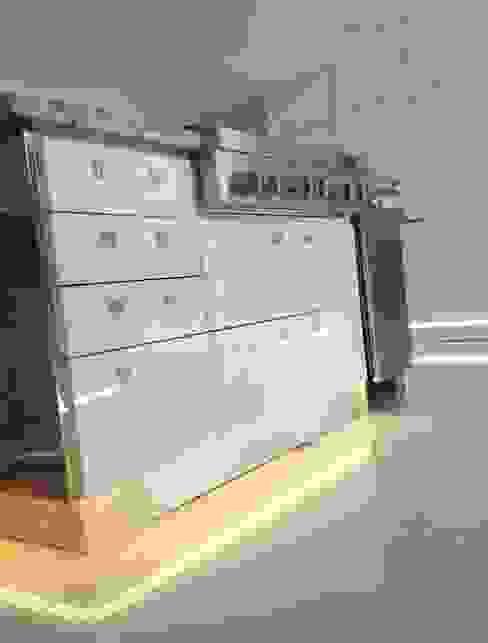Detalle de mesón tipo isla Cocinas modernas de Demadera Caracas Moderno