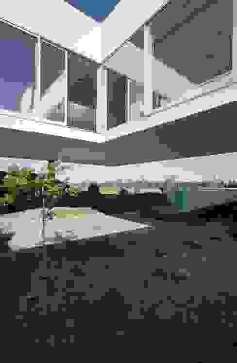 Minimalist house by Estudio Arquitecta Mariel Suarez Minimalist