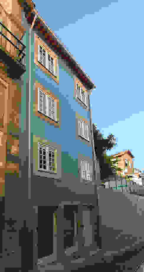 Reabilitação imóvel, Centro Histórico do Porto: Casas  por Sandra Couto arquitectura