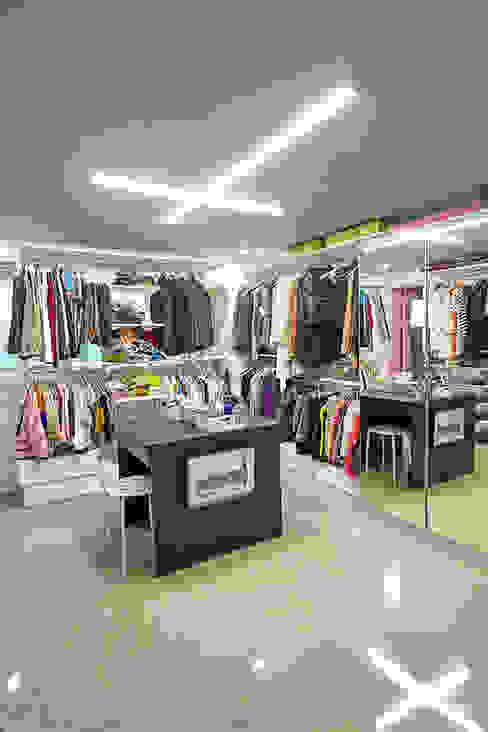 Projekty,  Garderoba zaprojektowane przez homify, Industrialny
