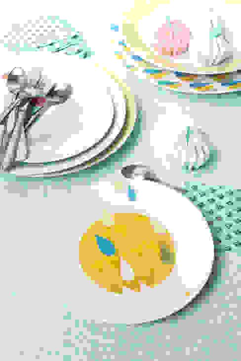Assiettes plates et assiettes à dessert, diférents coloris et motifs à assortir par Petits Grains Éclectique
