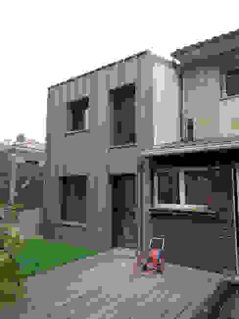 _Extension Maison LP_ Maisons modernes par Hanuman Architecture Moderne Aluminium/Zinc