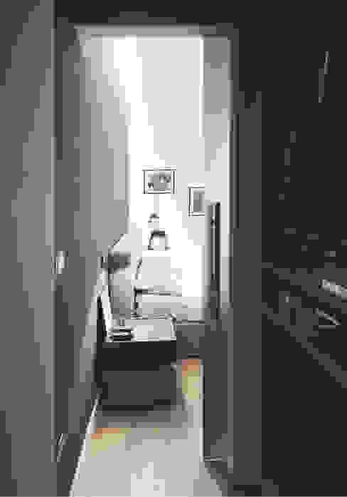 Private House Spogliatoio moderno di ZETAE Studio Moderno