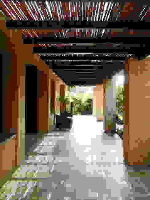 Casa de la Torre David Macias Arquitectura & Urbanismo Pasillos, vestíbulos y escaleras de estilo rural