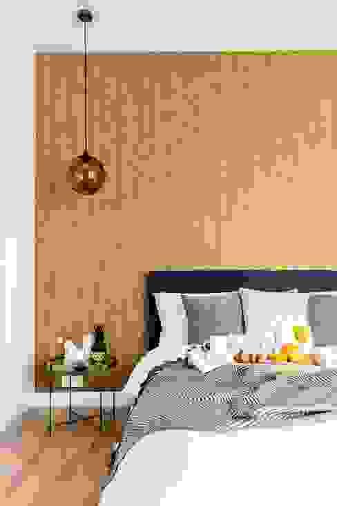 Zaskakujące połączenie stylów : styl , w kategorii Sypialnia zaprojektowany przez Decoroom,Industrialny