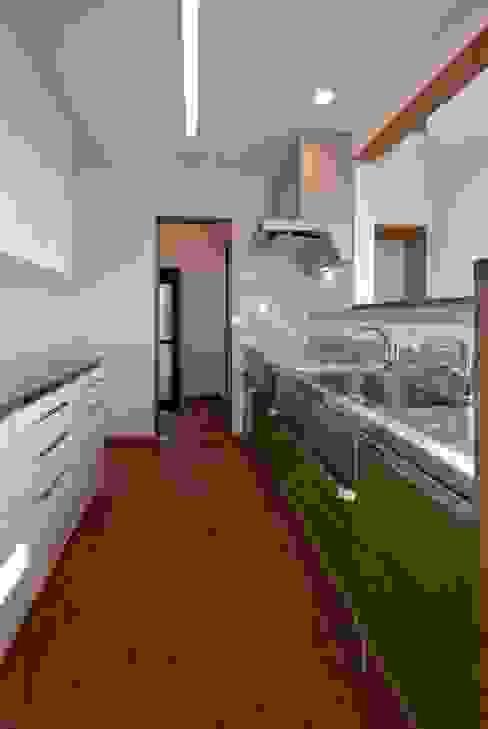 現代廚房設計點子、靈感&圖片 根據 空間設計室/kukanarchi 現代風
