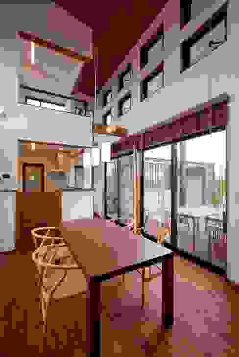 Столовая комната в стиле модерн от 空間設計室/kukanarchi Модерн