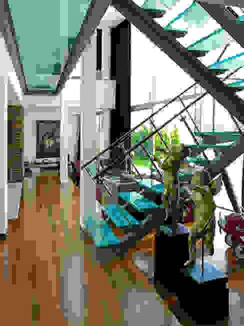 MORADIA BELAS Corredores, halls e escadas modernos por Artica by CSS Moderno