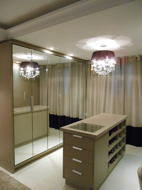 Dressing room by Mariana Von Kruger Emme Interiores,