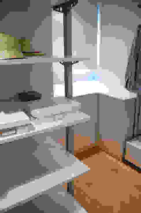 Projekty,  Garderoba zaprojektowane przez XIMO ROCA DISEÑO,