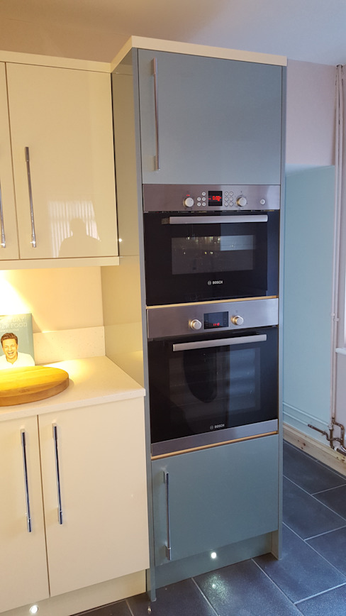 Blue & Cream Gloss Kitchen, Aberdare, South Wales Moderne keukens van Hitchings & Thomas Ltd Modern