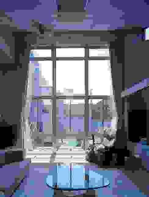 リビング窓 モダンな 窓&ドア の 株式会社 t2・アーキテクトデザイン 一級建築士事務所 モダン ガラス