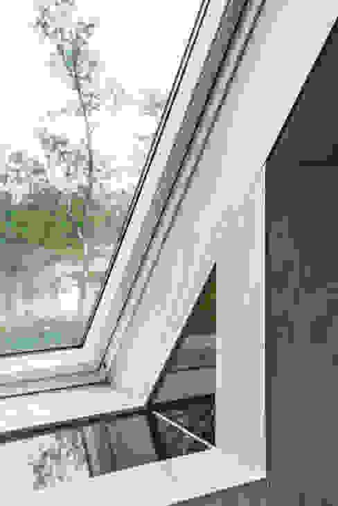 Minimalist windows & doors by Kwint architecten Minimalist