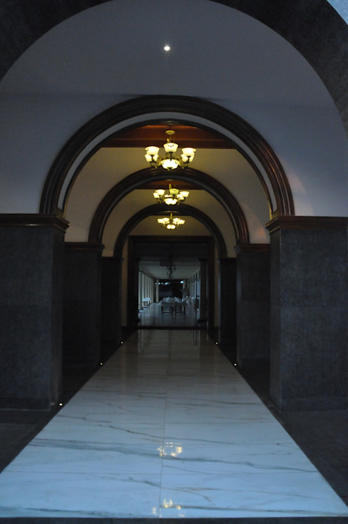 Grand Corridor Colonial style hotels by SDI consultants pvt ltd Colonial