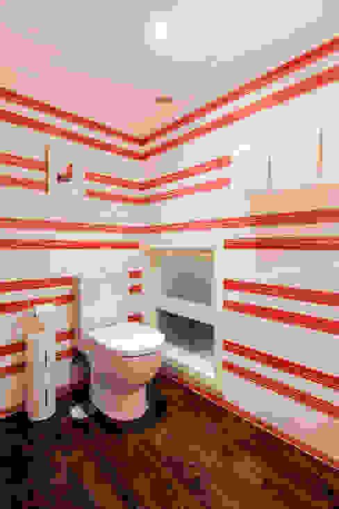 Baños de estilo  por The Sibarist Property & Homes