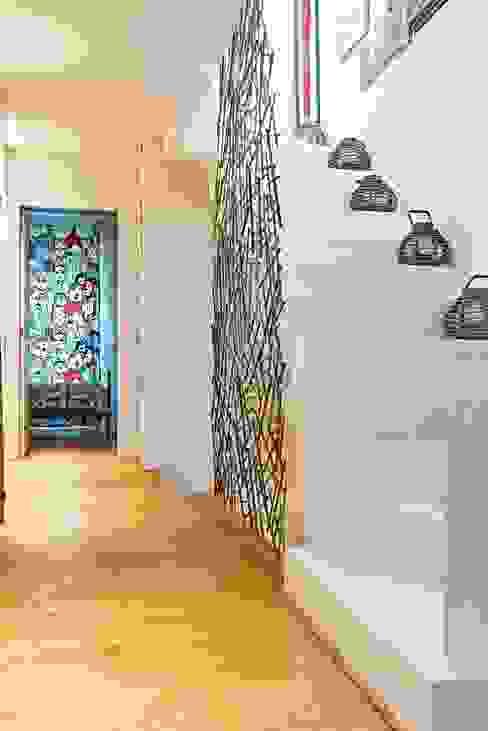 Couloir, entrée, escaliers minimalistes par Opera s.r.l. Minimaliste