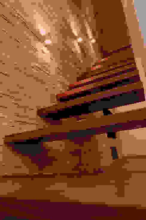por Schuster Innenausbau Minimalista Madeira Efeito de madeira