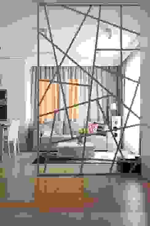 Apartament wielbicielki czerwieni: styl , w kategorii Salon zaprojektowany przez I Home Studio Barbara Godawska,
