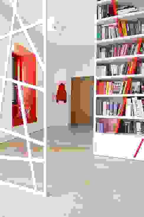 Apartament wielbicielki czerwieni: styl , w kategorii Korytarz, przedpokój zaprojektowany przez I Home Studio Barbara Godawska,