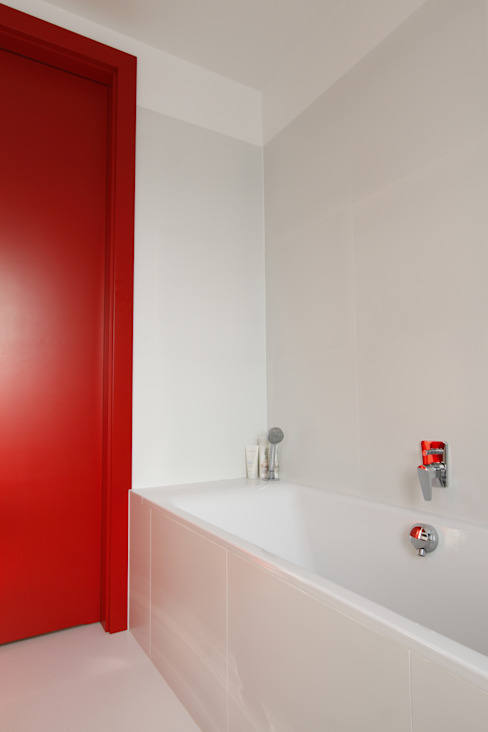 Apartament wielbicielki czerwieni Nowoczesna łazienka od I Home Studio Barbara Godawska Nowoczesny