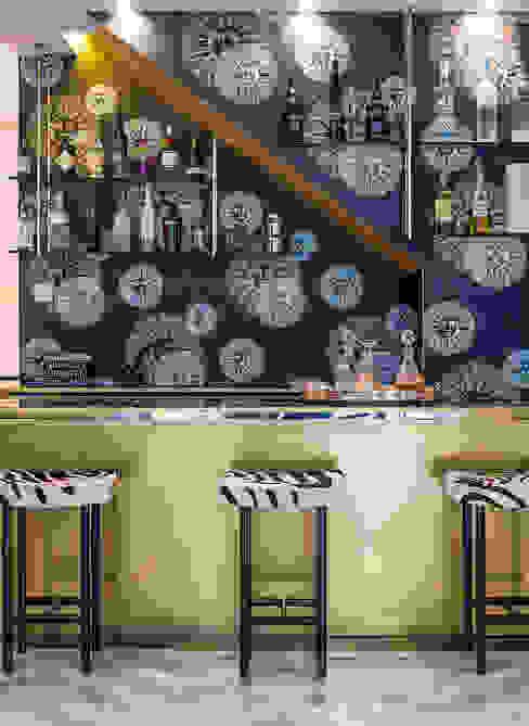 Bodegas de vino de estilo  por Design Intervention, Moderno