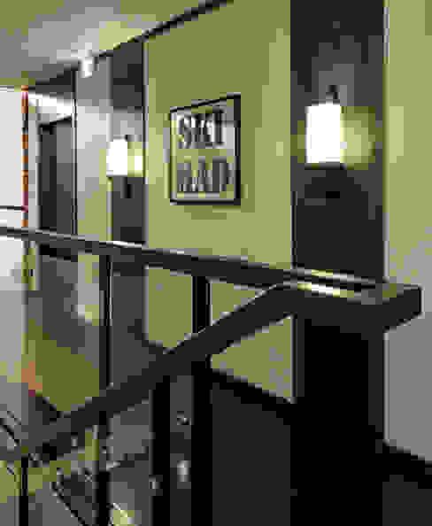 Corridor, hallway by Design Intervention,
