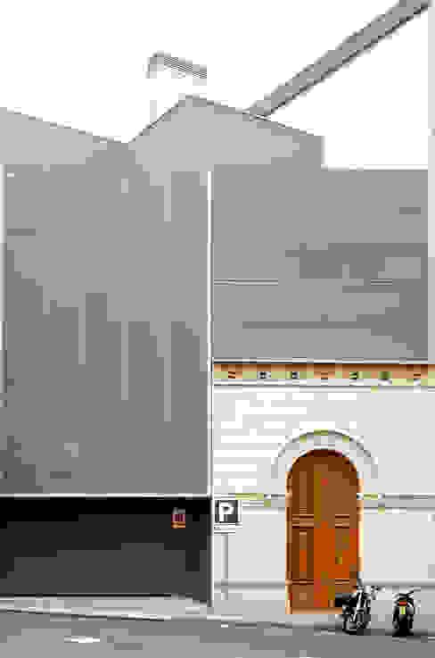 CASA GM Puertas y ventanas de estilo moderno de BADIA ARQUITECTES SLP Moderno