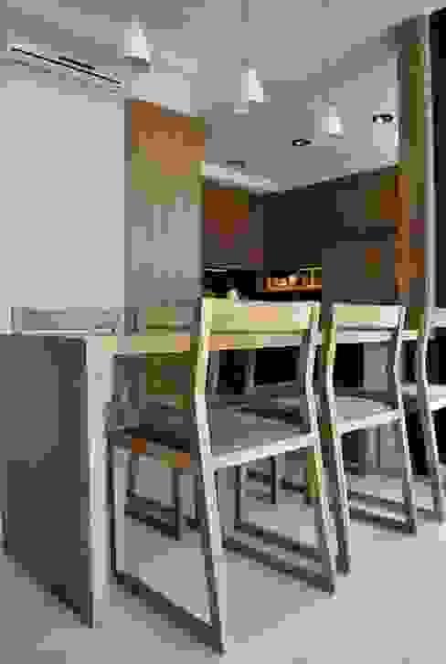 Depto DLH: Comedores de estilo  por T + T Arquitectos,Moderno