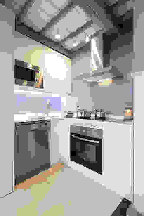 Klasyczna kuchnia od The Sibarist Property & Homes Klasyczny