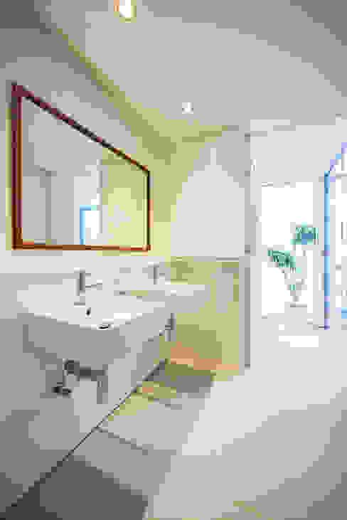 津田の家 HOUSE IN TSUDA モダンスタイルの お風呂 の プラスアトリエ一級建築士事務所 モダン