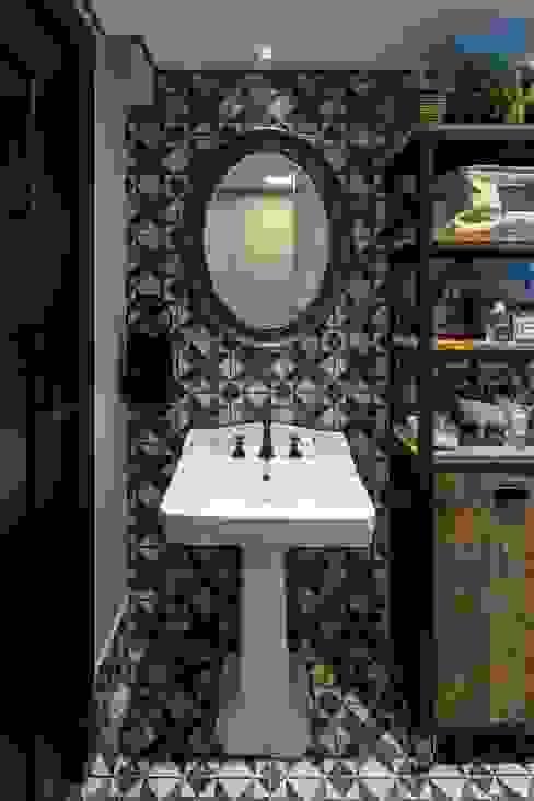 Baños de estilo clásico de Piloni Arquitetura Clásico
