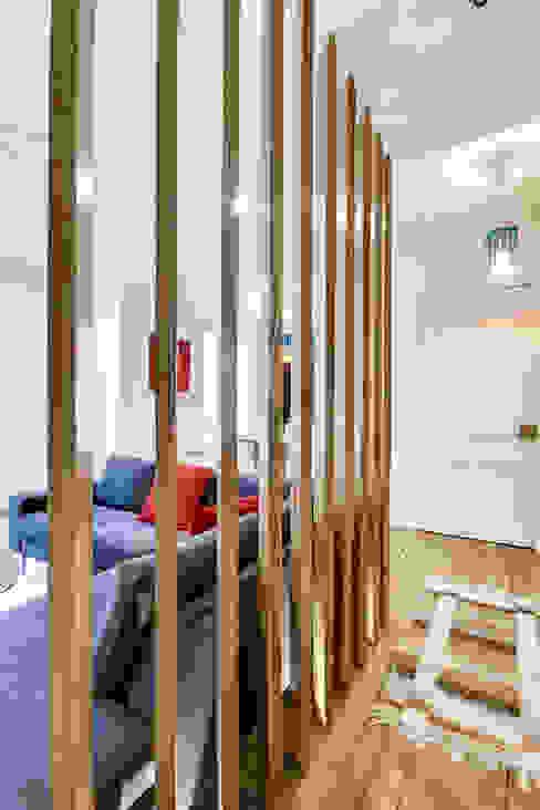 Intervention menuisée autour d'une entrée et d'un séjour Couloir, entrée, escaliers modernes par ATELIER FB Moderne