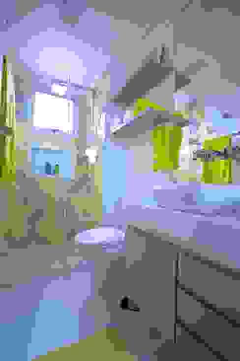 Apartamento Santana: Banheiros  por Veridiana França Arquitetura de Interiores,