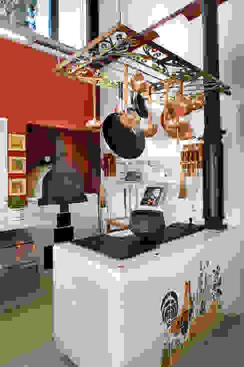 Silvia Cabrino Arquitetura e Interiores Cucina in stile rustico