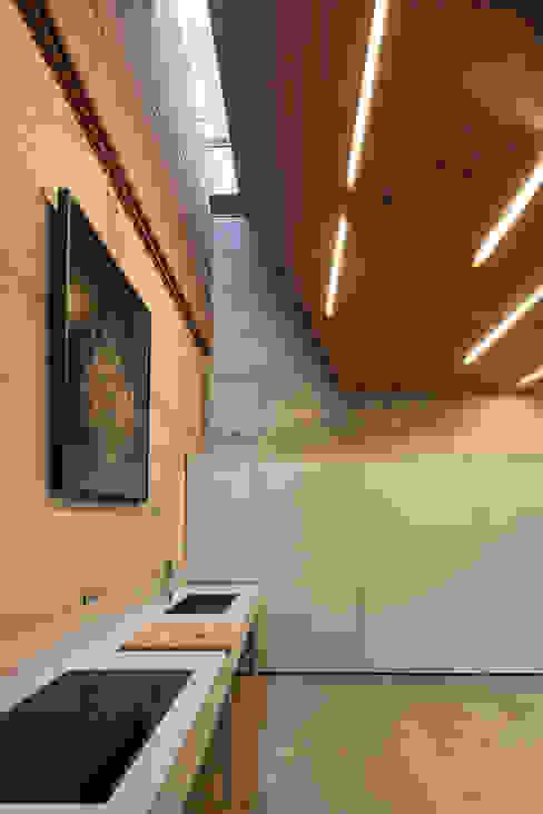 Casa do Gerês Cozinhas modernas por Carvalho Araújo Moderno Concreto