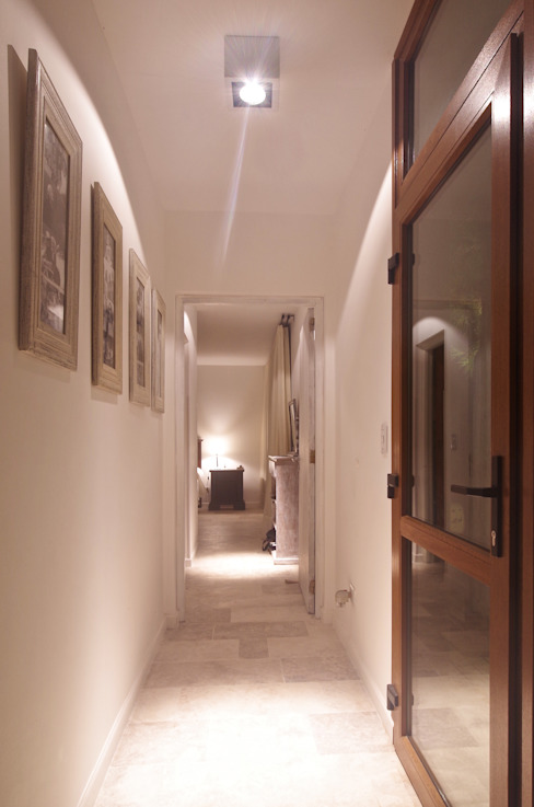 Modern Corridor, Hallway and Staircase by LUCAS MC LEAN ARQUITECTO Modern