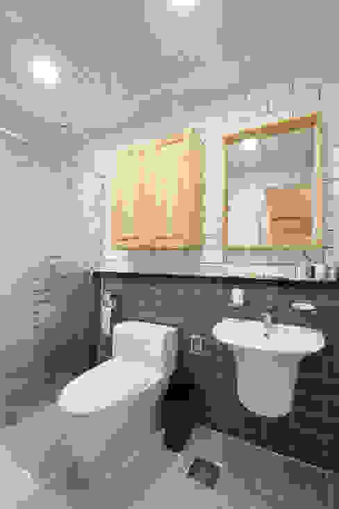 욕실: 주택설계전문 디자인그룹 홈스타일토토의  욕실,모던