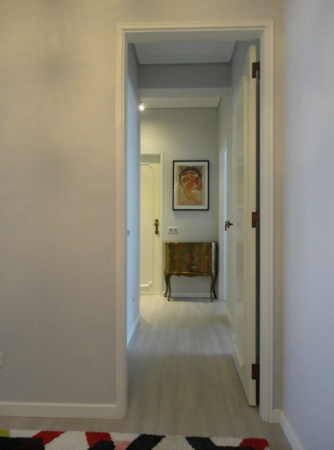 Pasillos, vestíbulos y escaleras de estilo moderno de Happy Ideas At Home - Arquitetura e Remodelação de Interiores Moderno