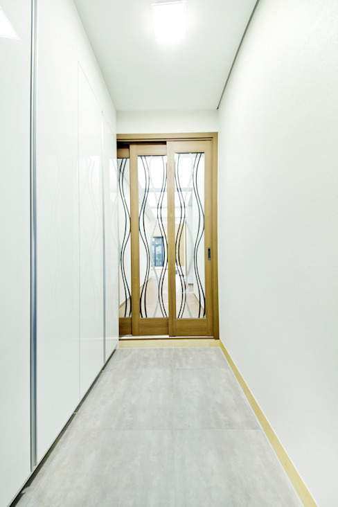 Corridor & hallway by GongGam Urban Architecture & Construction, Scandinavian