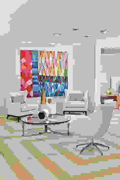 Salas de estar modernas por Yara Mendes Arquitetura e Decoração Moderno