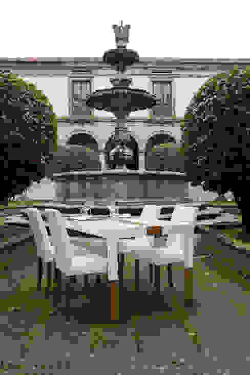 Mesa de Jantar por Sunpor Energias de Portugal,Lda Moderno